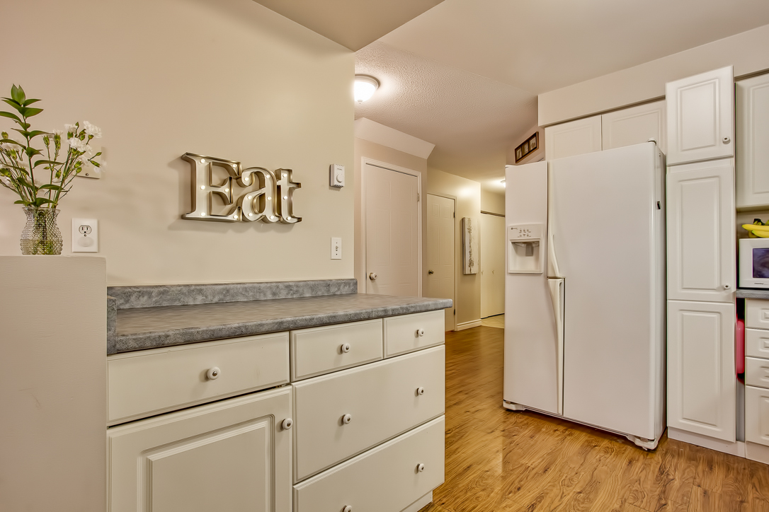 282 starwood freehold townhome guelph kitchen 4  image