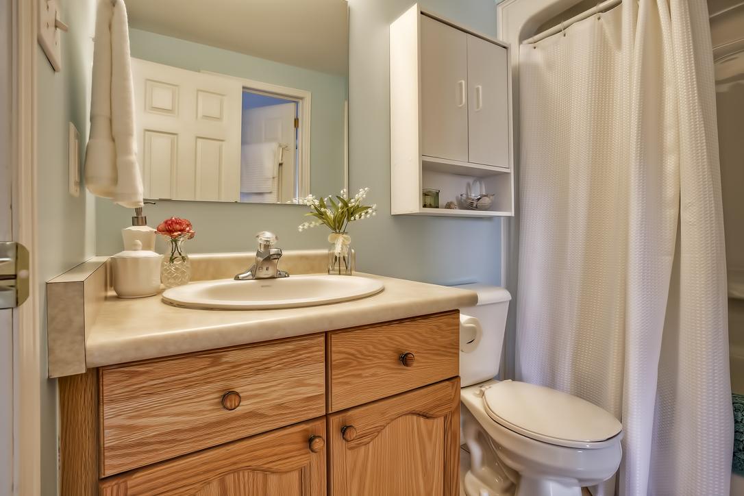 31 schroder crescent townhouse guelph 3 bedrooms garage main bath image