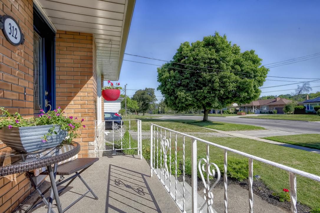 312 stevenson st n guelph 4 bedroom bungalow 2 image